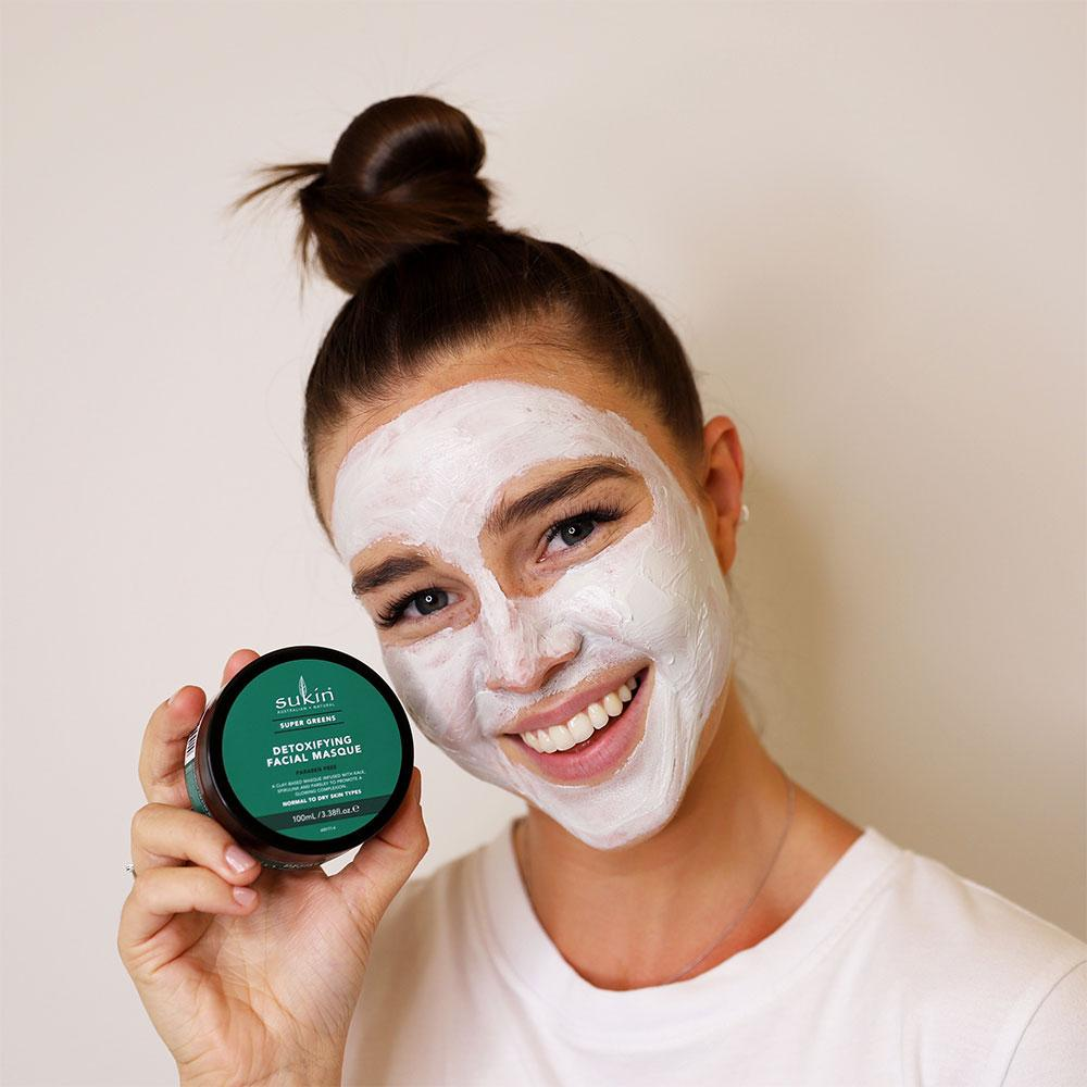 Model wearing Sukin Naturals Super Greens Detoxifying Clay Mask