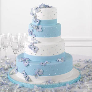 Fondant cake with Polka dots and hydrangeas blooms - flowersbypouparina.com