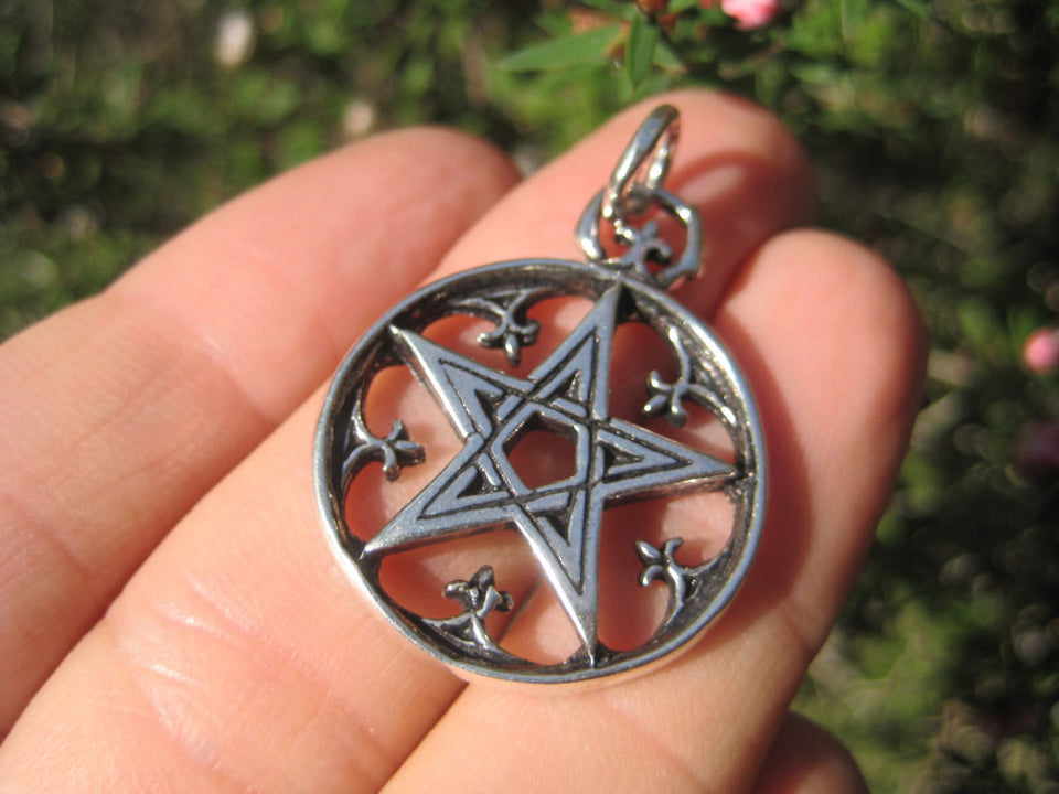 925 Sterling Silver Wicca Pentagram Pendant Necklace A30