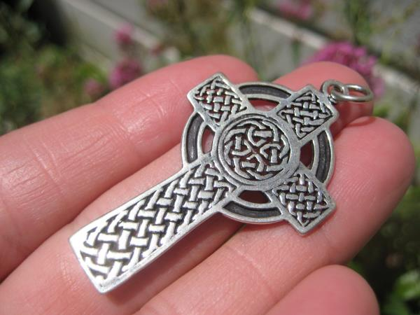 925 Silver Celtic Christian Knot Circle Cross Pendant