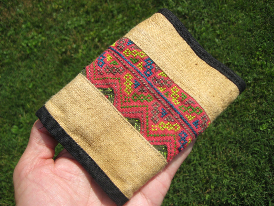 Hemp  tri fold Wallet Indian Embroidery from Thailand A6792