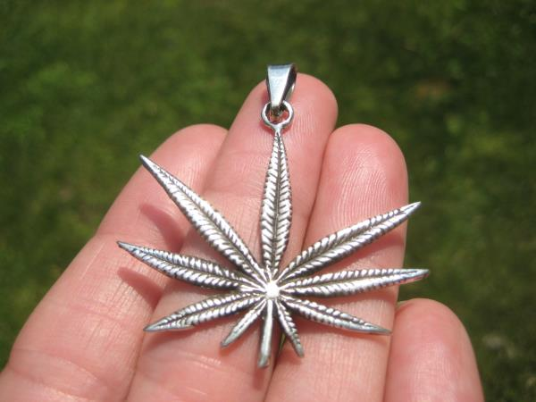 925 Silver Marijuana Hemp Leaf Pendant Necklace Taxco Mexico A38677