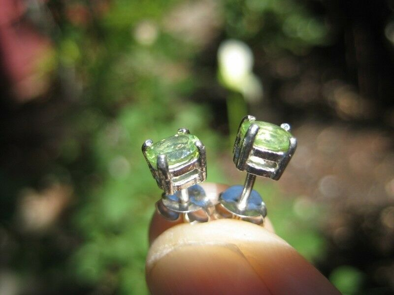 925 Silver white gold dipped Peridot earrings earring Thailand N3855