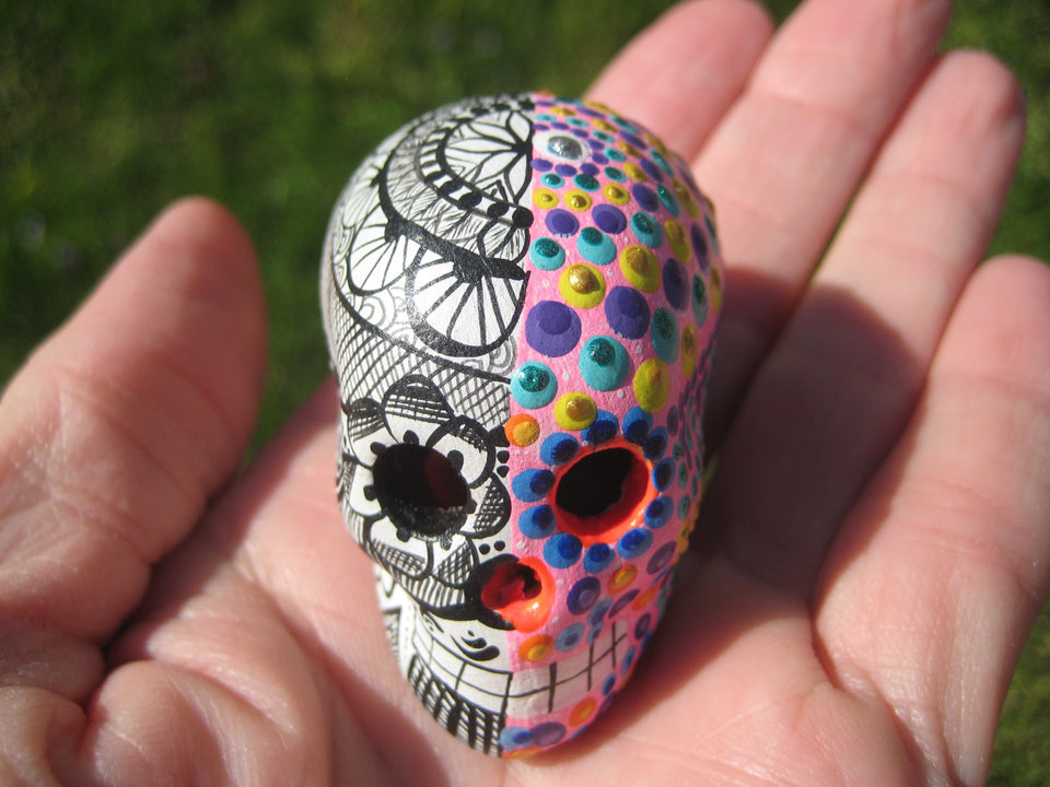 Ceramic Painted Skull Day of The Dead Pinta de Agua Taxco Mexico A92644