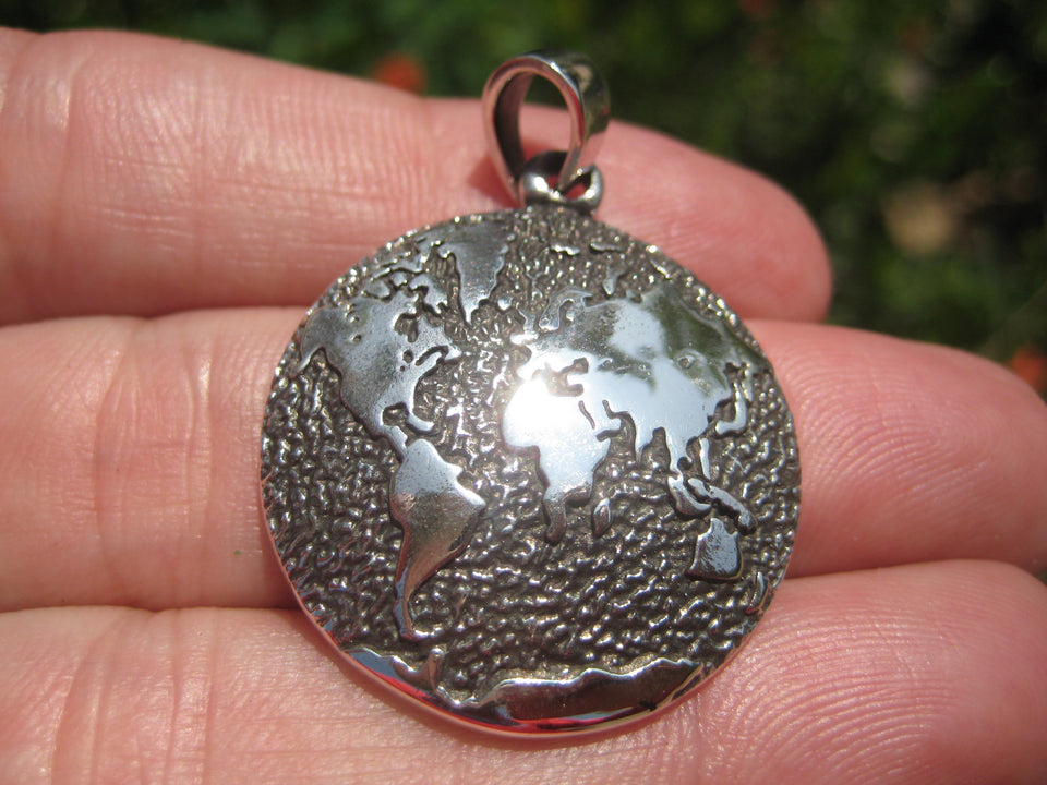 925 Silver World Map Globe Pendant Necklace A45