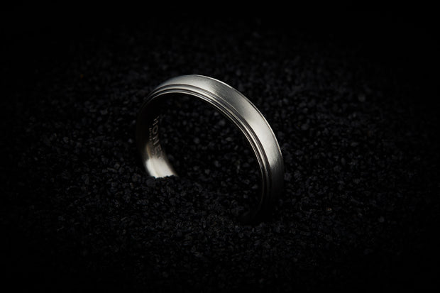 Men's Stripe Gold Wedding Band - 5mm