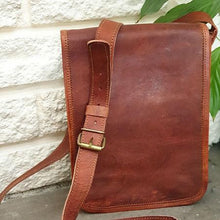 Load image into Gallery viewer, Small Leather Messenger Bag