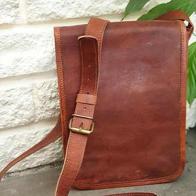 These fabulous handmade small messenger bags are made for us in Pushkar, India. Perfect for a day bag, man bag or just to be stylish!  www.karmaripon.co.uk