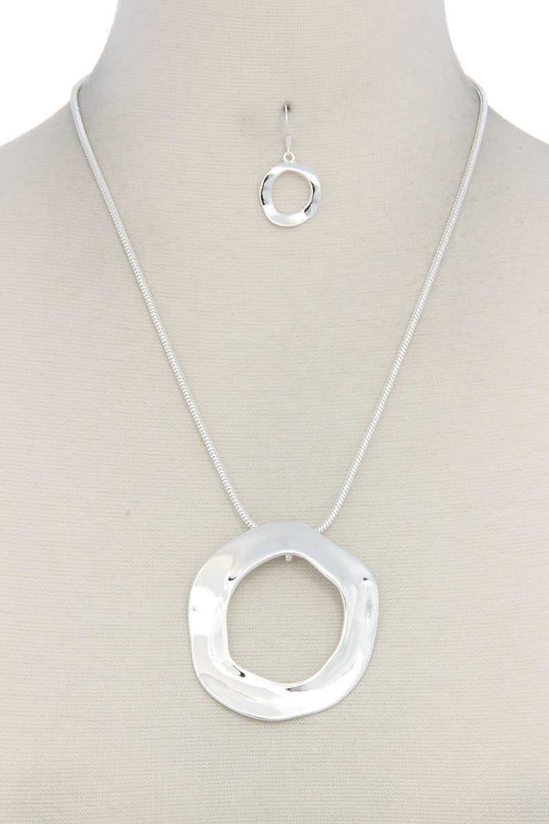 Cut Out Circle Pendant Necklace