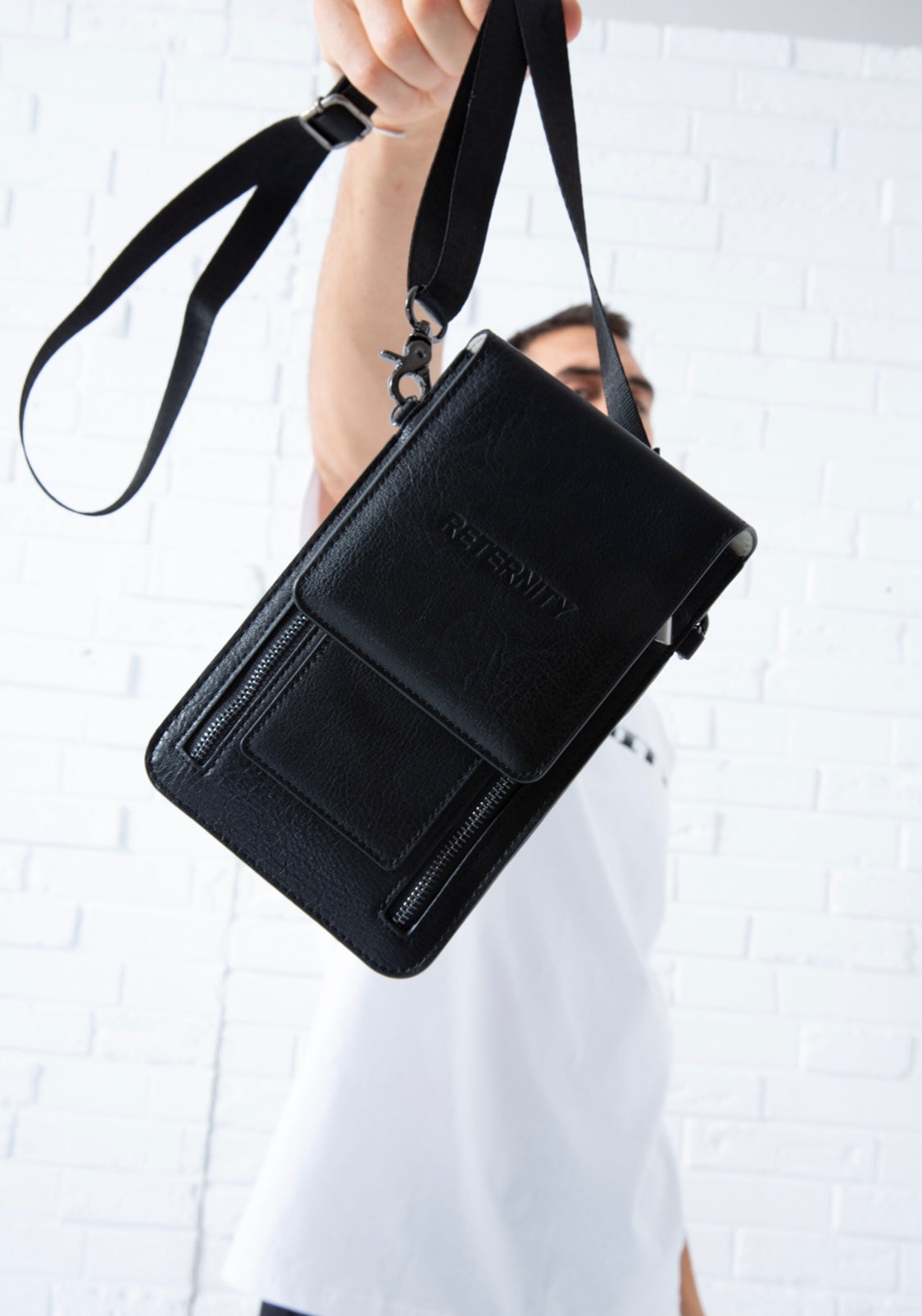 RETERNITY SHOULDER BAG
