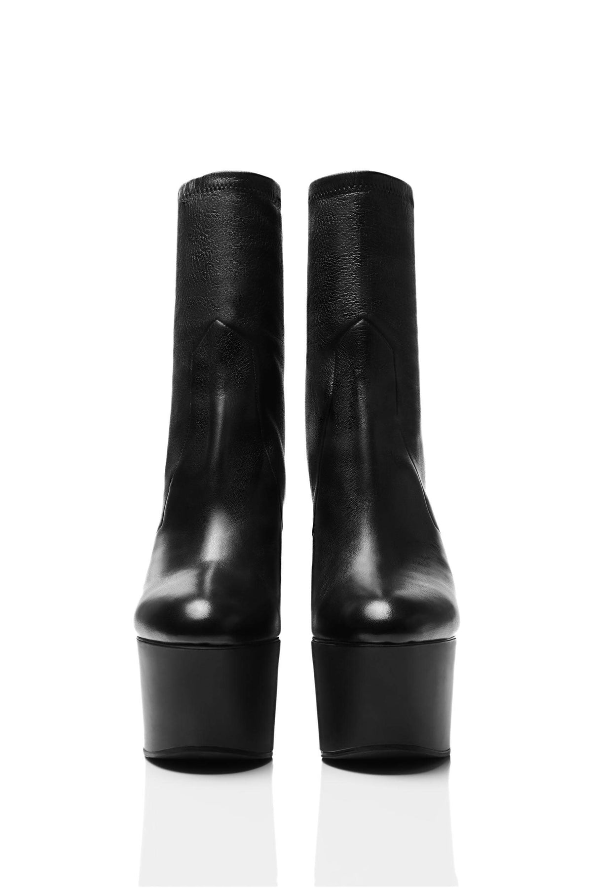 HAIKI 851 – Stretch pull-on platform boot with chic, almond shape toe. Made of Nappa leather in black.