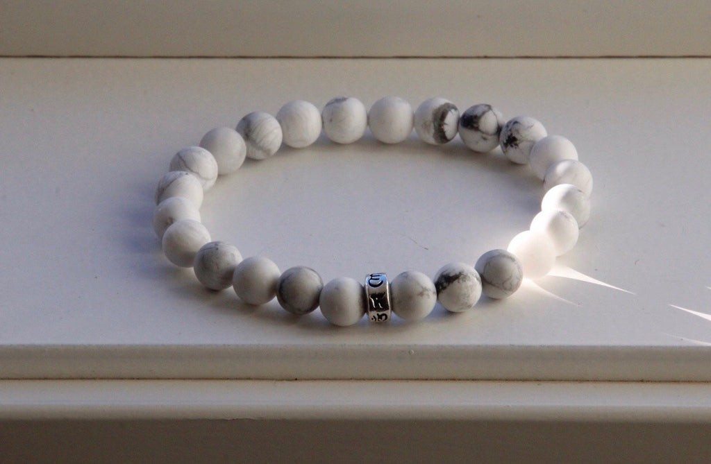 Bracelet in Howlite and silver bead Om mani padme hum