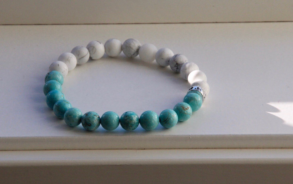 Bracelet in Howlite and Turquonite and silver charm