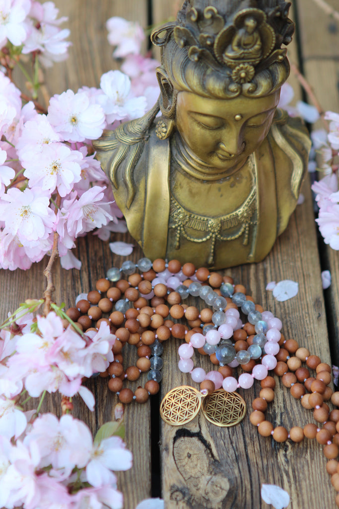 MY SACRED LIFE Mala in Labradorite and Sandalwood, flower Of Lfe
