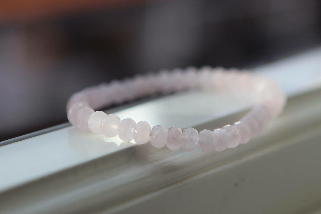 LOVE Bracelet in Rose Quartz uneven 4,5 mm
