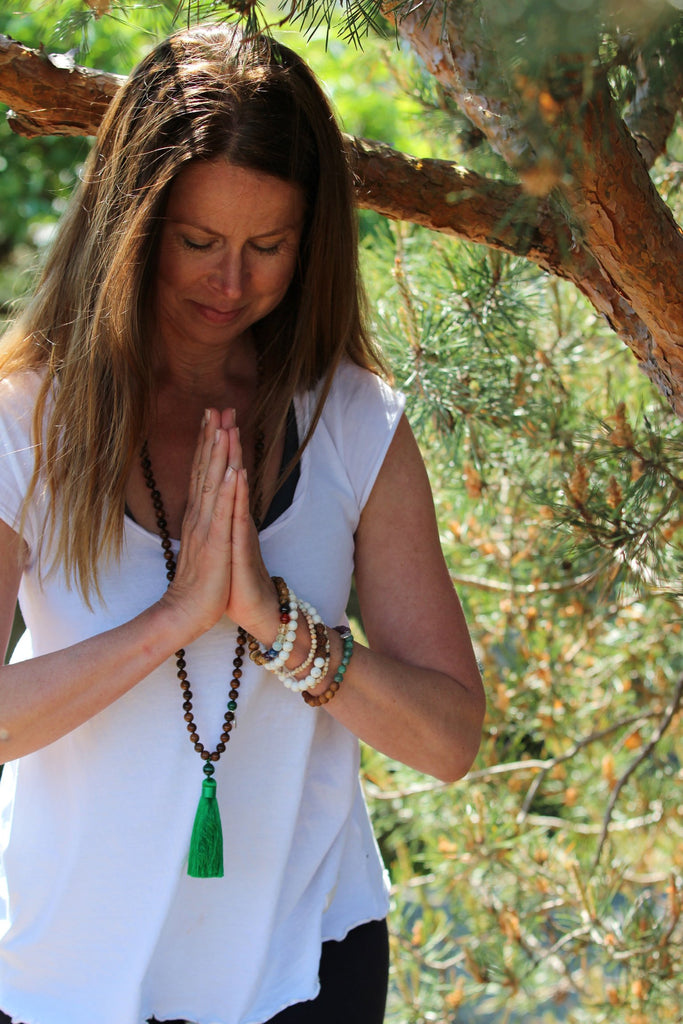 LET´S HAVE FUN Mala - Ahimsa Wood and Malachite and silver charm Lotus
