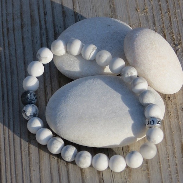 Bracelet in Howlite and silver bead Om mani padme hum from Amandas Malas