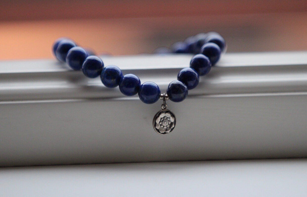 Beautiful stretchy Mala bracelet in Lapis Lazuli with silver charm Lotus mandala/Lotus Flower