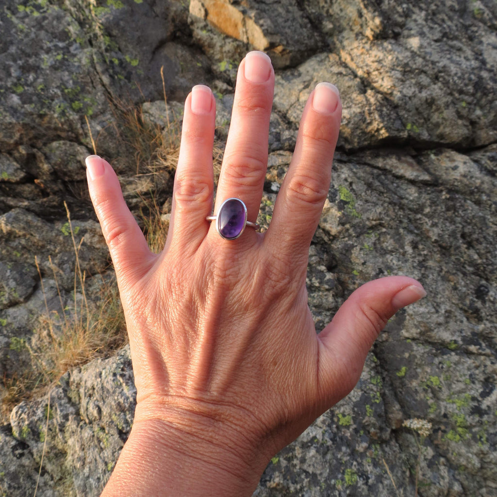 Amazing oval ring in silver and Amethyst