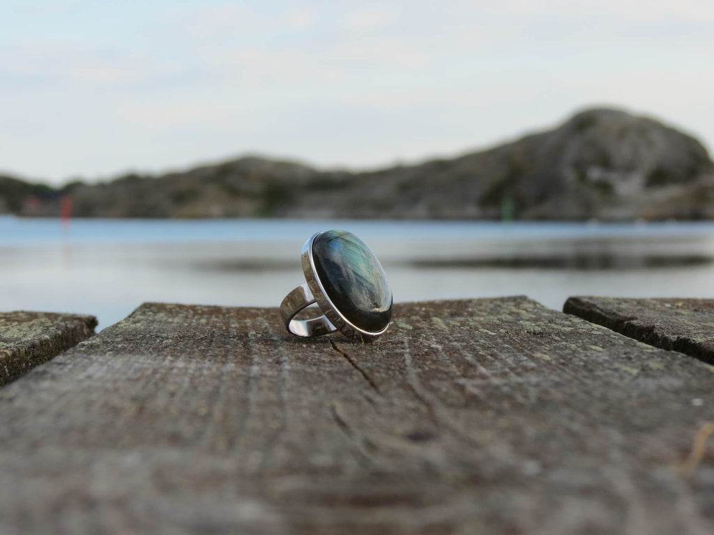 Oval silver ring with stunning Labradorite