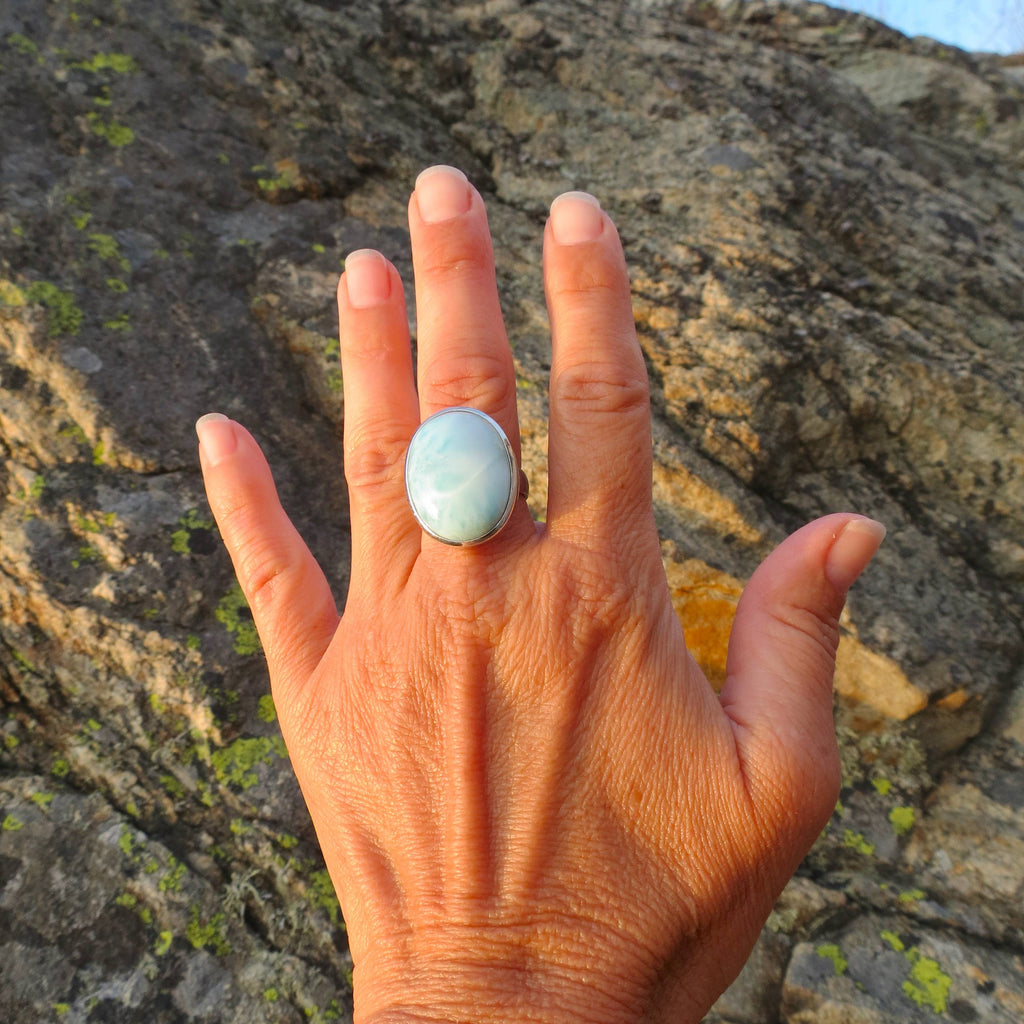 Amazing oval ring in silver and the stone Larimar