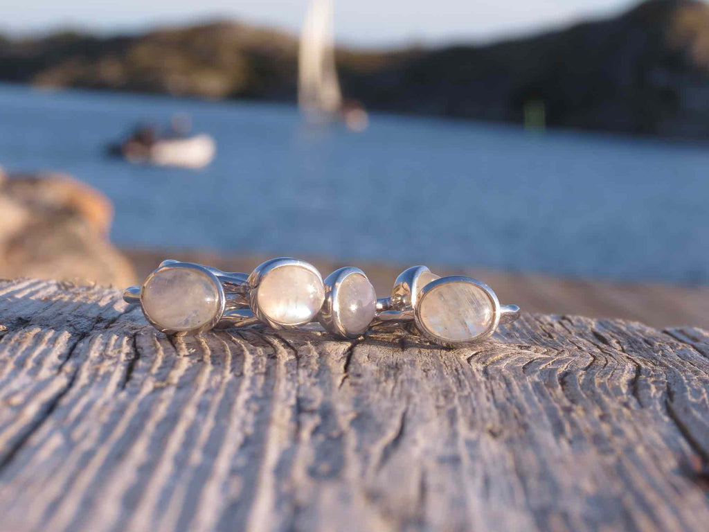 Amazing oval ring in silver and Moonstone