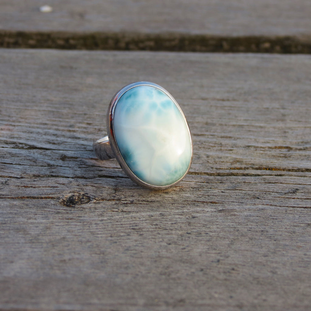 Amazing oval ring in silver and Larimar stone