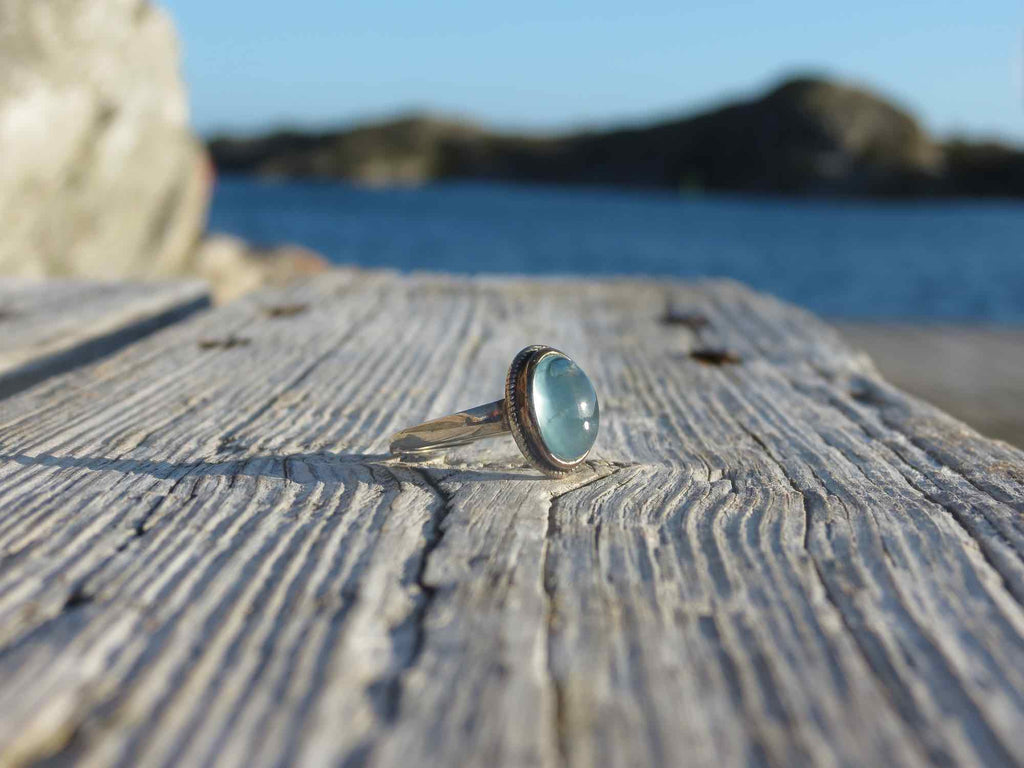 Amazing oval ring in silver and Aquamarine