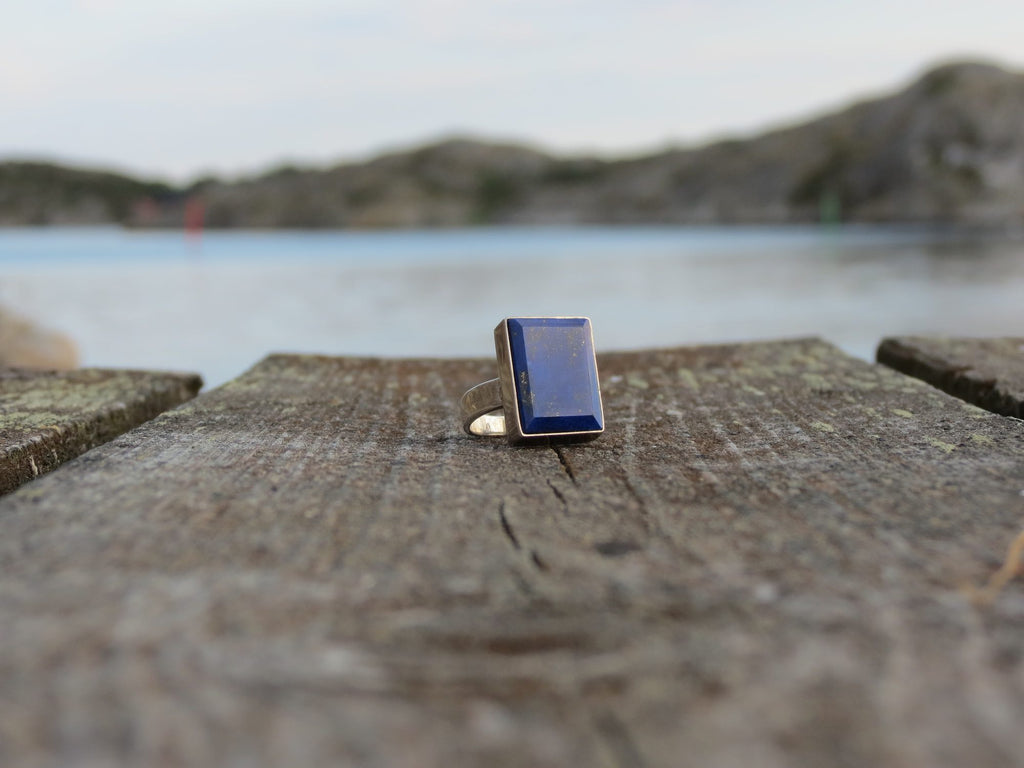 Rectangular silver ring with Lapis Lazuli stone