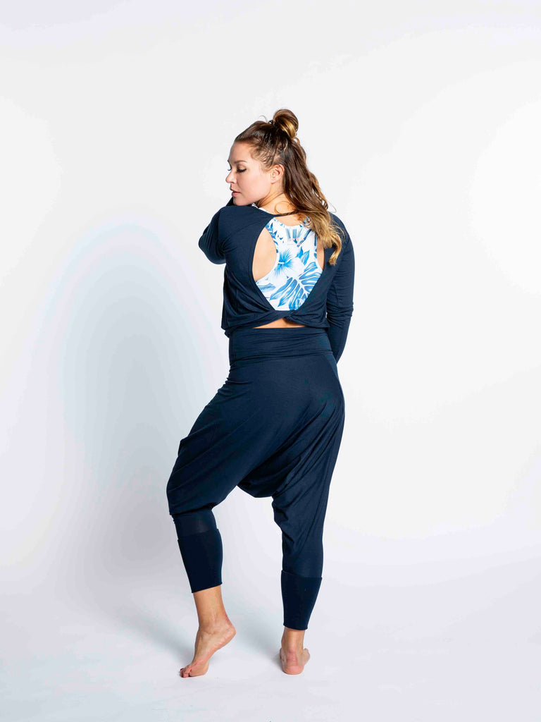 Yoga long sleeve Navy top with open back and twisted detail