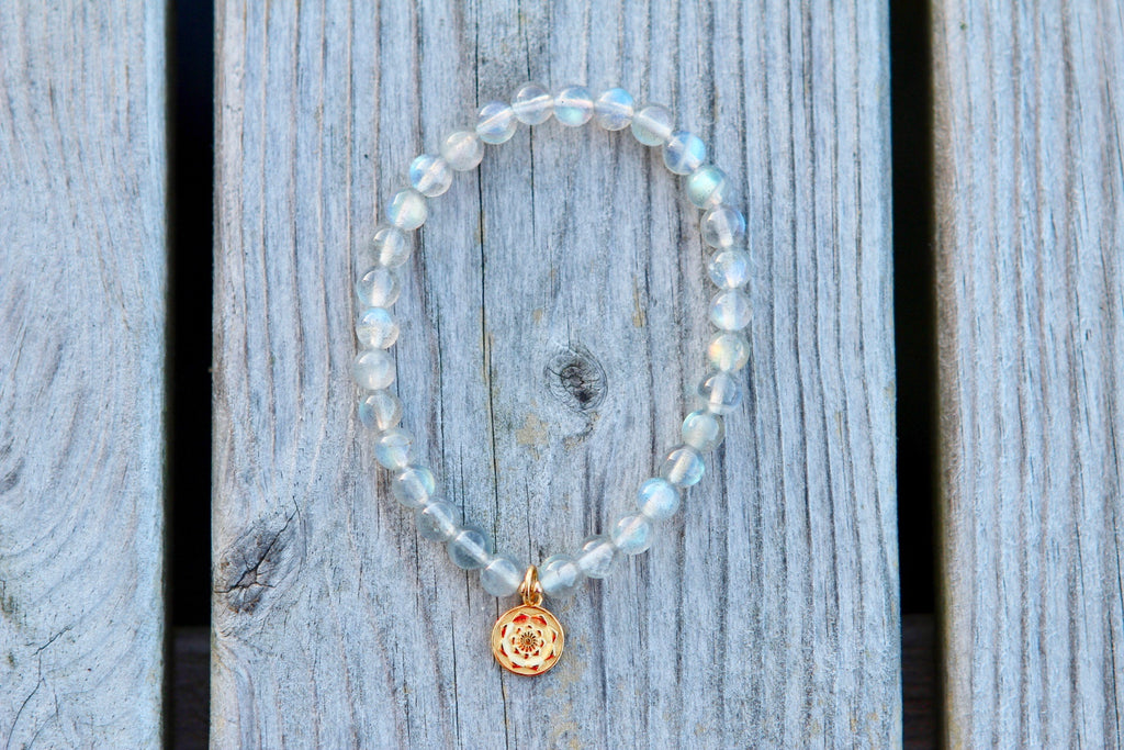 Bracelet in premium Blue Labradorite with gold plated silver charm Lotusflower