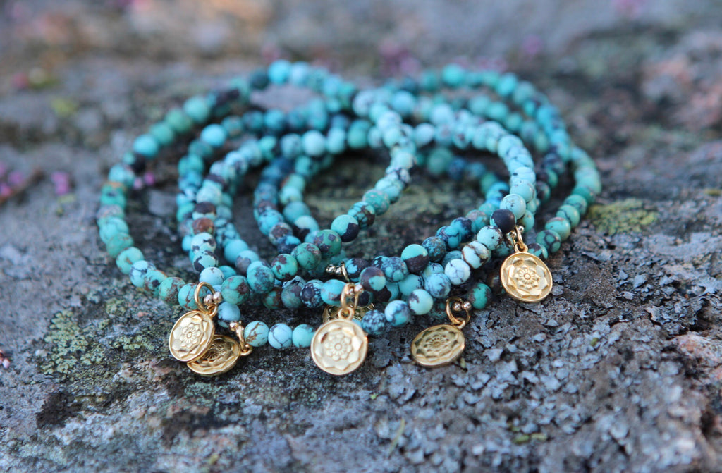 Bracelet Mala in genuine Turquoise with gold plated silver Lotus