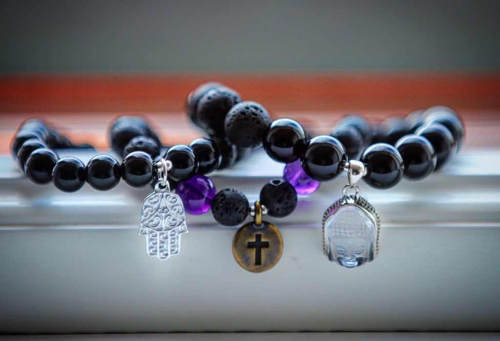 Protection bracelet in Black Agate with feminine Buddha (Quan Yin) charm