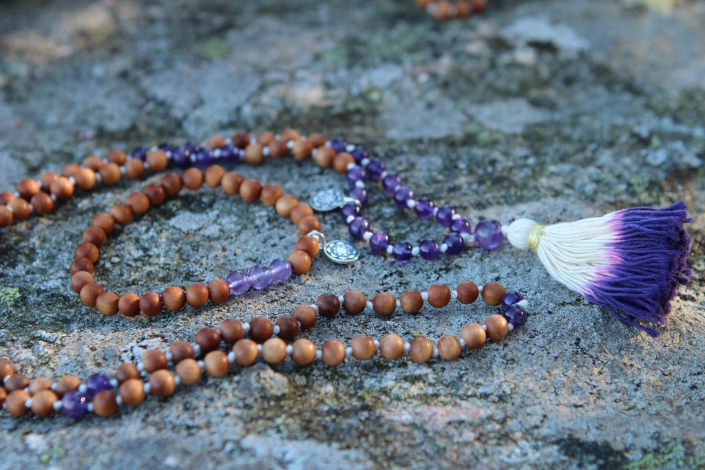 Bracelet Mala in Sandalwood & Amethyst with silver charm Lotus flower