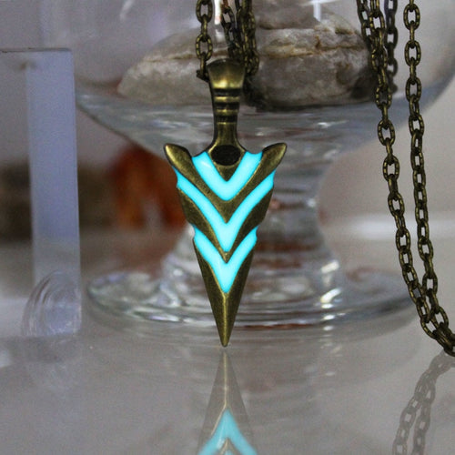 Glowing Green Arrow necklace Knight spear Necklace GLOW in the DARK Luminous pike Pendants & Necklaces women MEN boys girls gift