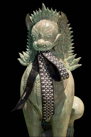 ärtskül Baby Pop ribbon scarf in black and white styled on on thai dog sculpture.