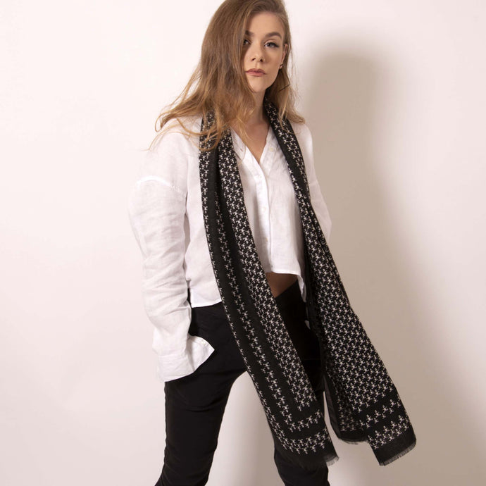 Luxuriously soft, ärtskül's Baby Pop, Nana Rectangle scarf is the must have classic black and white printed cashmere blend scarf. The scarf drapes beautifully to create a playful and polished statement that's effortlessly cool and can carry you through any occasion. Lightweight and warming, its perfect for today's wardrobe that works around the clock.