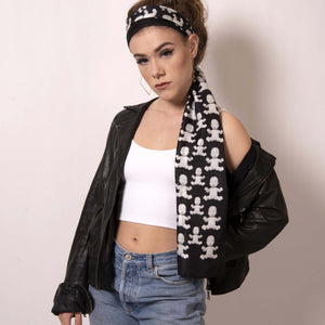 Artskul's Baby Pop Rectangle Scarf in silk twill featuring the remixed houndstooth pattern from the Baby Pop collection can transform your look as a headscarf. Made In Italy and silky smooth to the touch, this black and white scarf is a chic way to pull your look together.