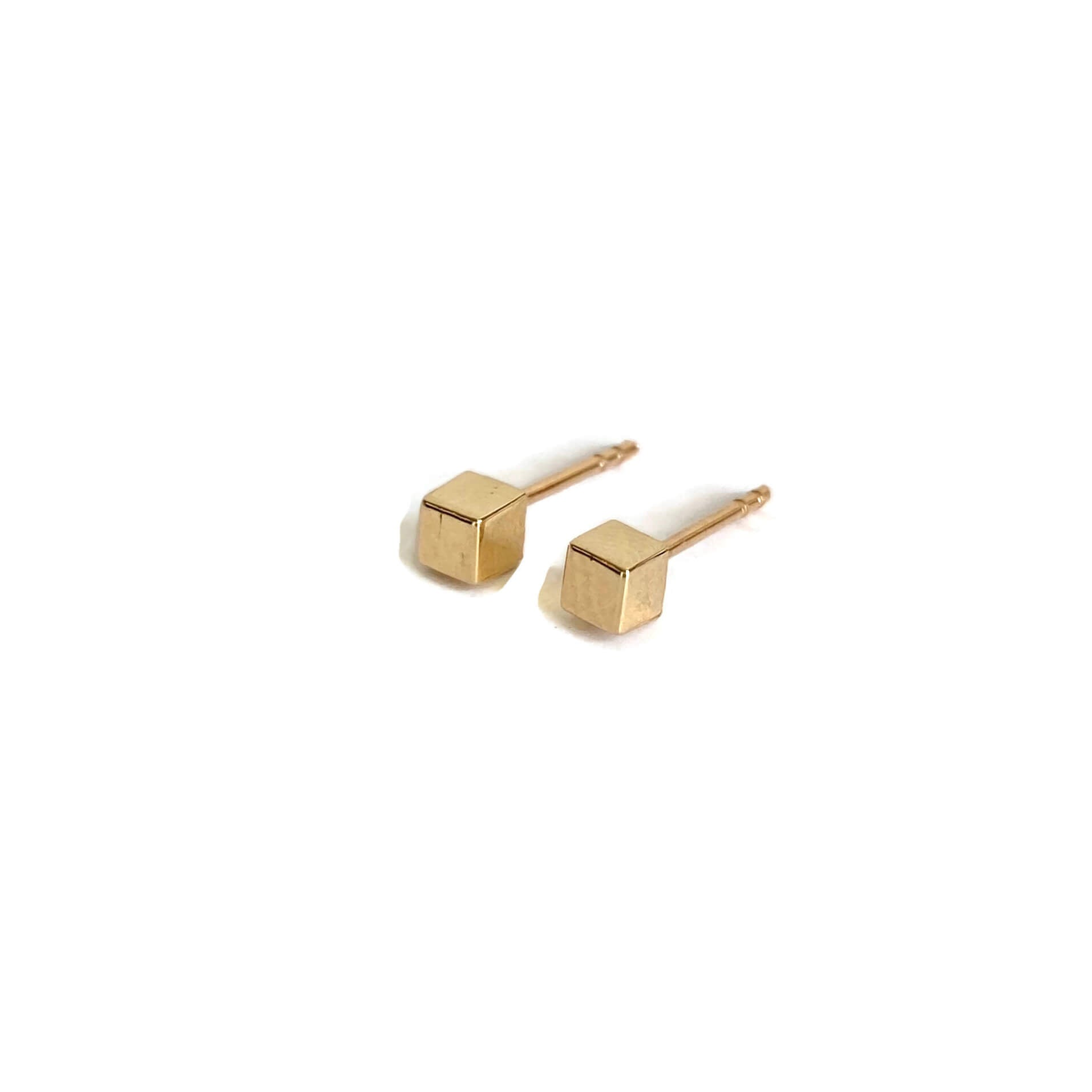 The cube stud earrings made of solid 14k yellow gold with 14k yellow gold ear posts.