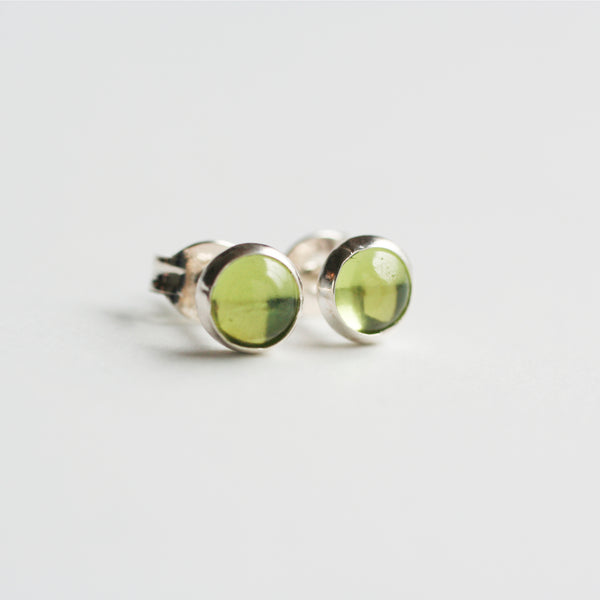August birthstone stud earrings.  These 5mm peridot stud earrings are made of 925 sterling silver.