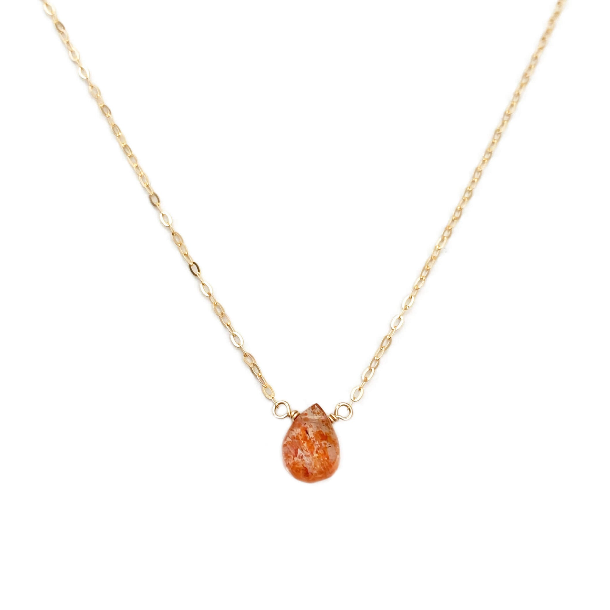 This Oregon sunstone necklace is made with a single hand-picked sunstone, a gem that is known for its glittery effect, and this dainty necklace is perfect for a casual look.