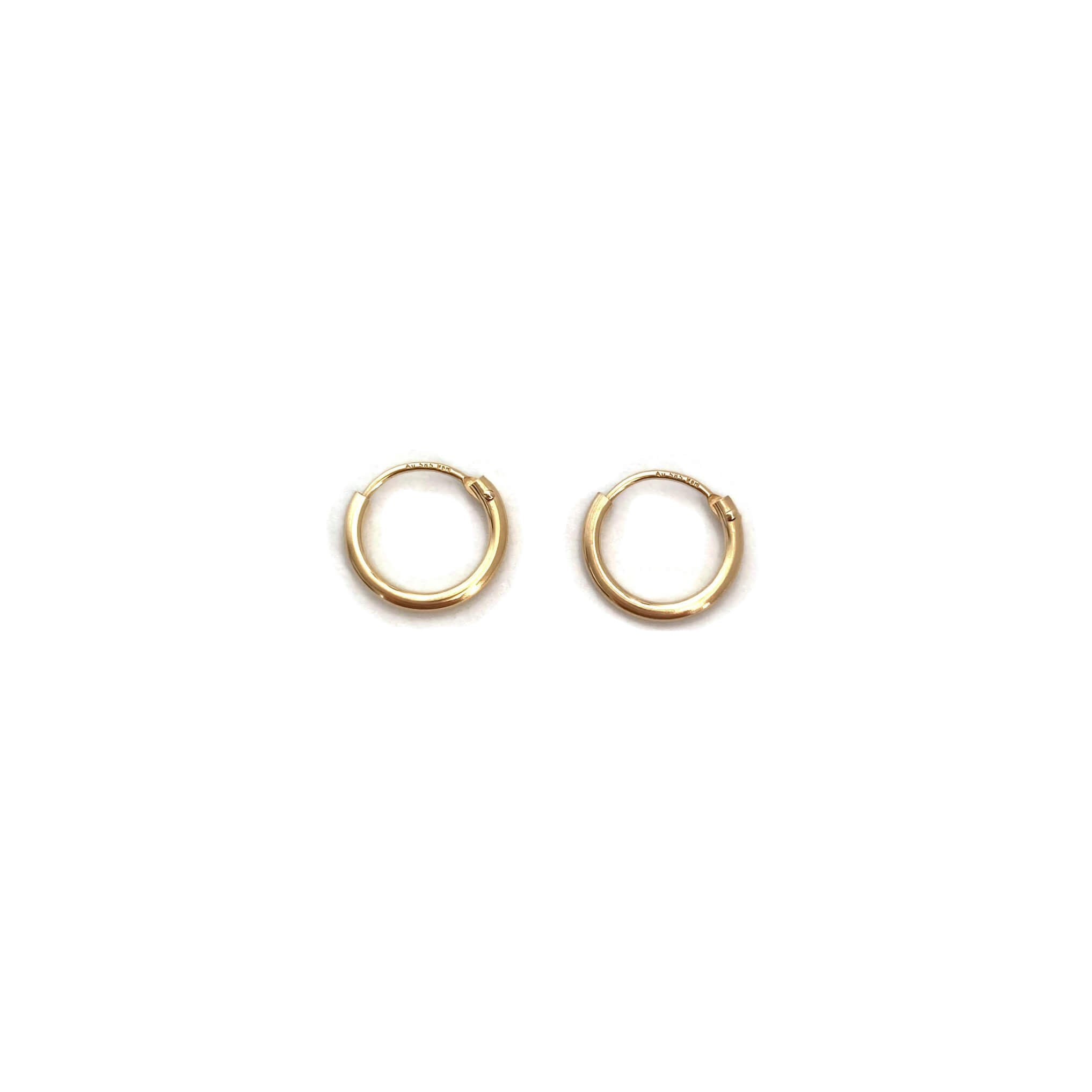 This is a pair of 10mm gold hoop earrings.  They are great 14k cartilage earrings that you can wear them 24/7