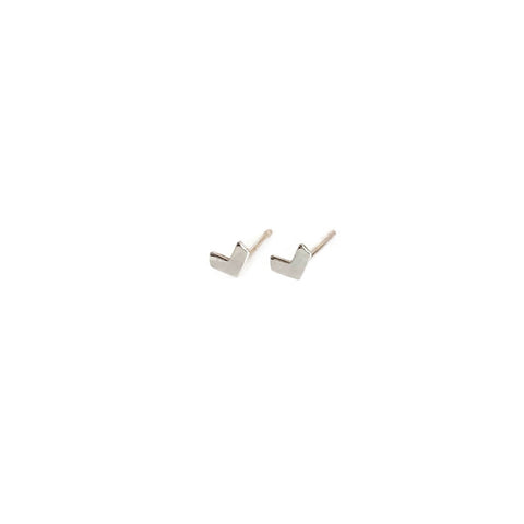this is a tiny sterling silver arrow stud earrings