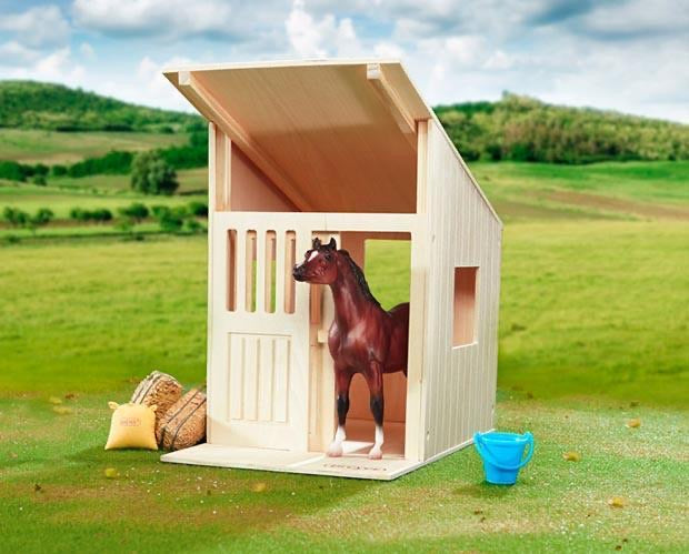 Breyer Hilltop Stable