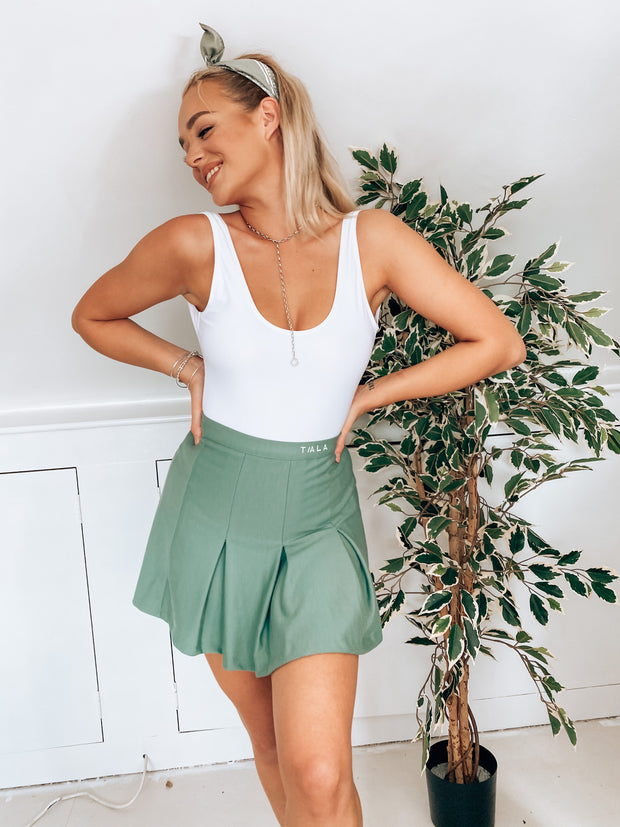 FUSE TENNIS SKIRT - KHAKI