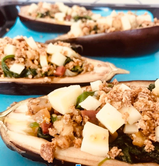 STUFFED EGGPLANTS IN THE OVEN: SPINACH, CARAMELIZED WHITE ONIONS AND SCAMORZA CHEESE (X2)