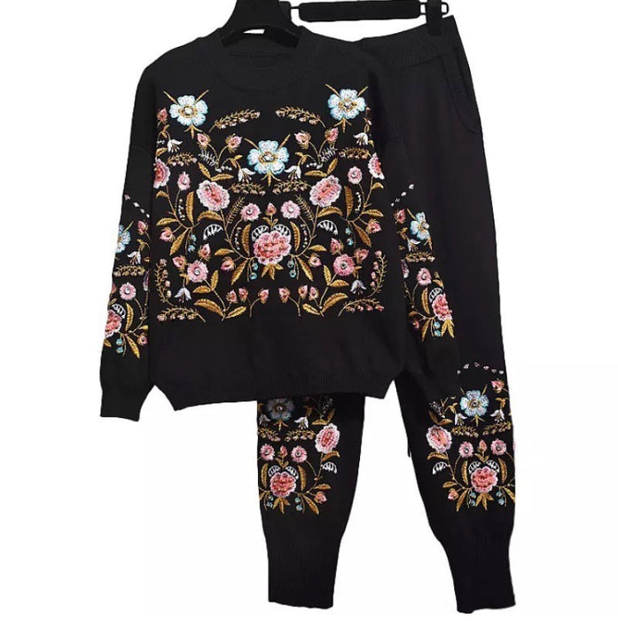 Garden in bloom black knitted set