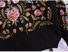 Load image into Gallery viewer, Garden in bloom black knitted set