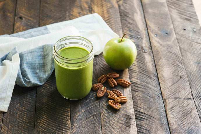 Green Apple and Homemade Pecan Milk Smoothie Recipe