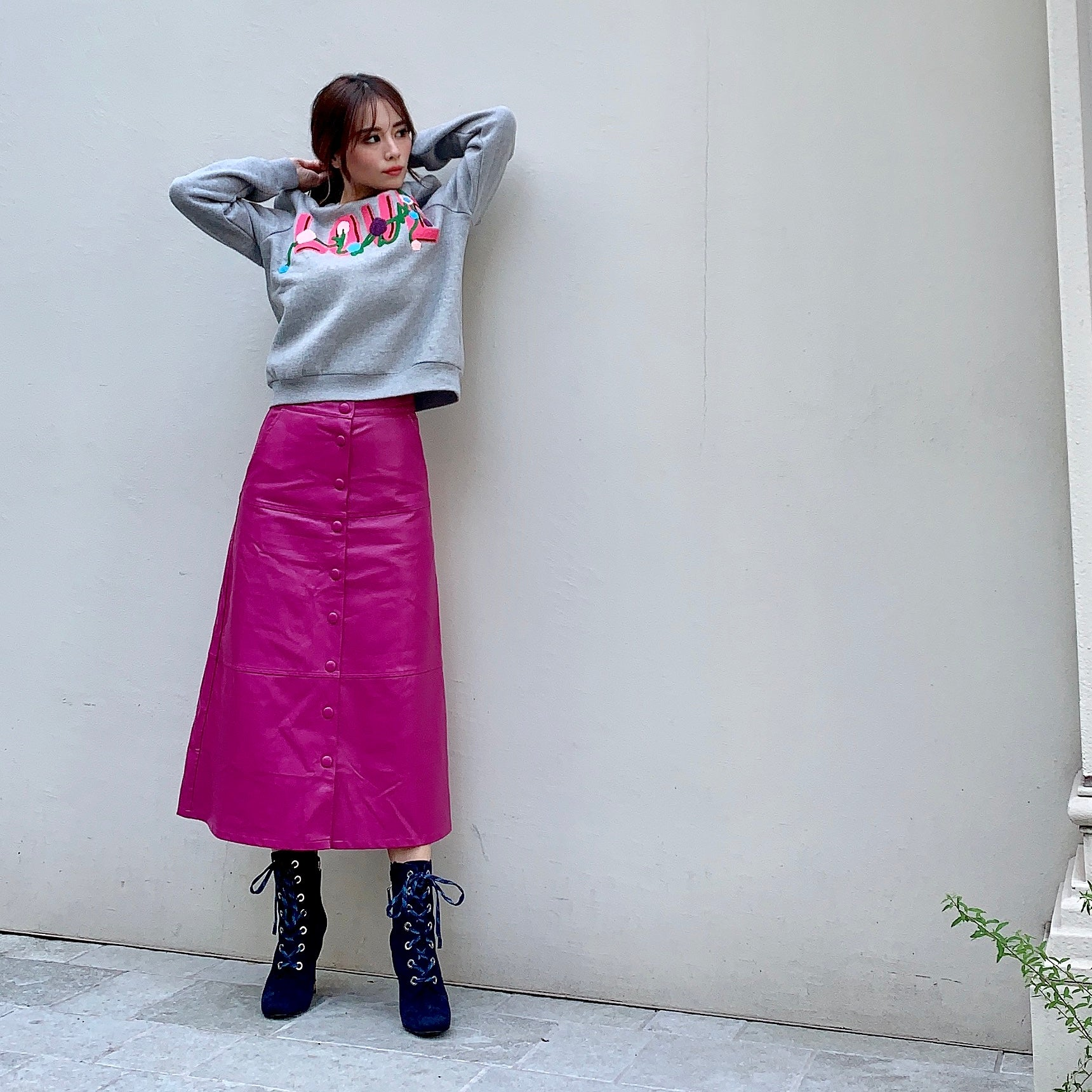 JM007 embroidered trainer × leather skirt - Just me(ジャスト・ミー)